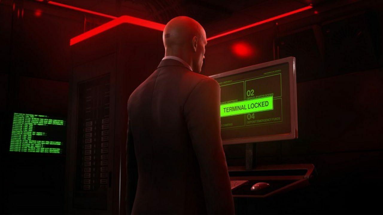 Агент 47 может стрелять не только из пистолета, но и из камеры в Hitman 3