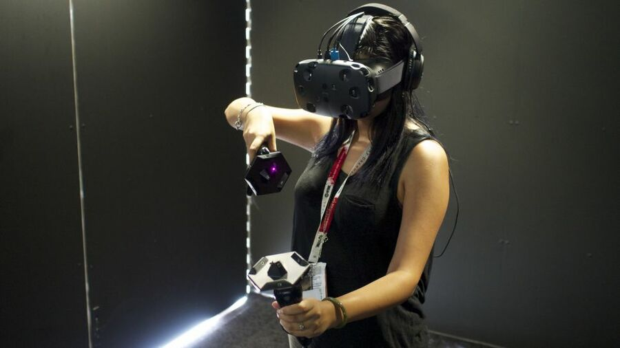 HTC Vive Virtual Reality PS4 PlayStation 4 1
