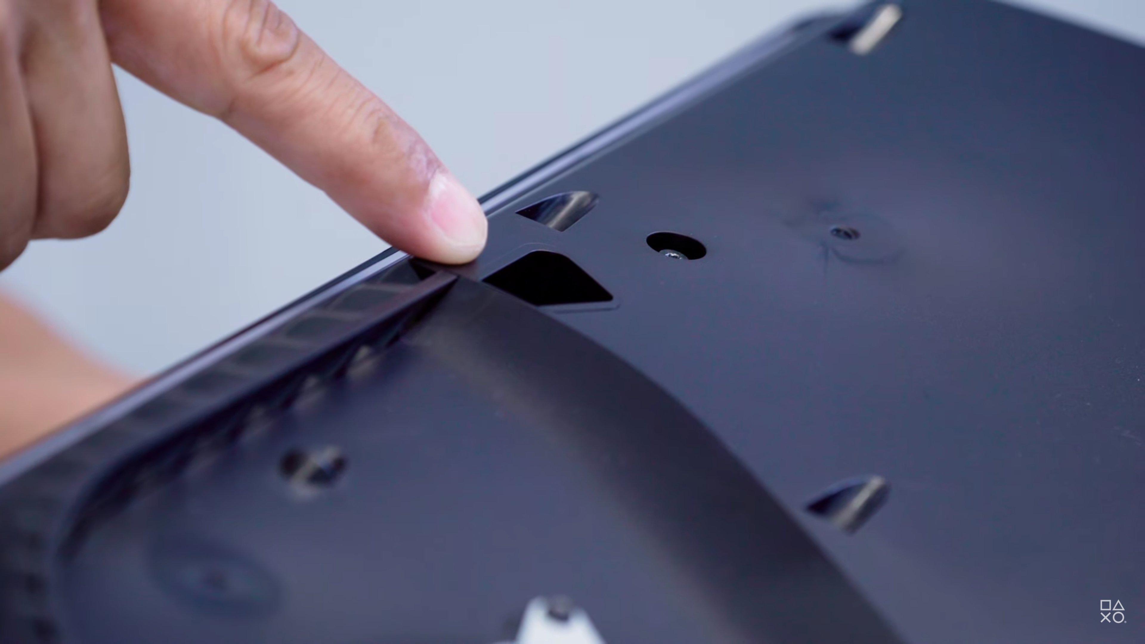 PS5 的清灰孔之一,用吸尘器可以清灰。